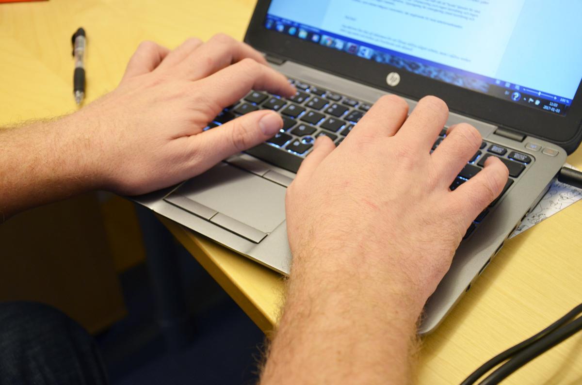 Person vid dator